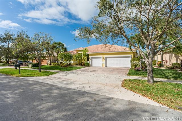 15983 SW 4 STREET, Pembroke Pines, FL 33027 (MLS #A10618593) :: Green Realty Properties