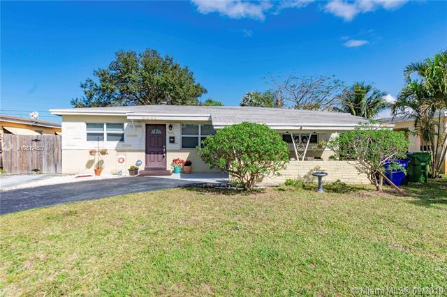 6941 SW 11th St, Pembroke Pines, FL 33023 (MLS #A10619450) :: Green Realty Properties