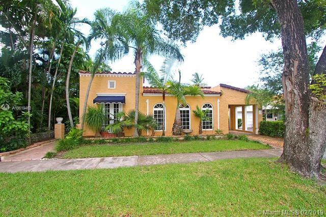 1213 Alberca St, Coral Gables, FL 33134 (MLS #A10619463) :: The Riley Smith Group