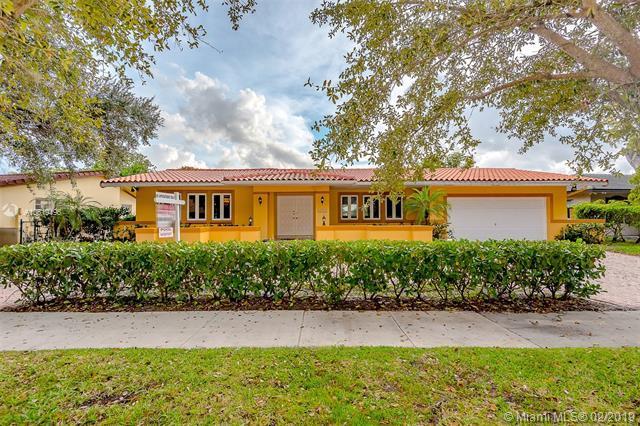 7010 Gleneagle Dr, Miami Lakes, FL 33014 (MLS #A10619496) :: The Paiz Group