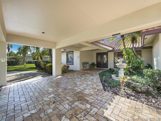 8260 SW 186th St, Cutler Bay, FL 33157 (MLS #A10619743) :: Miami Villa Group