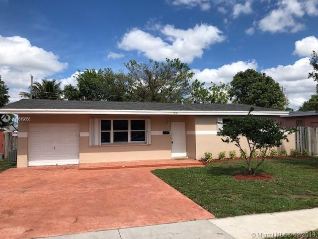 7041 NW 24th St, Sunrise, FL 33313 (MLS #A10619858) :: Green Realty Properties