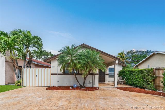 15207 SW 112 PL, Miami, FL 33157 (MLS #A10619888) :: Grove Properties