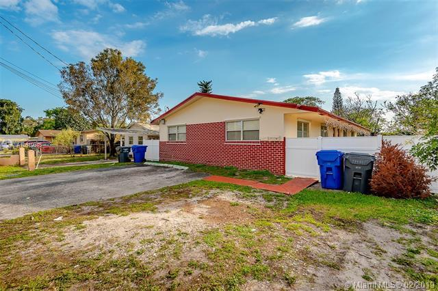 524 Glenn Pkwy, Hollywood, FL 33021 (MLS #A10619945) :: RE/MAX Presidential Real Estate Group