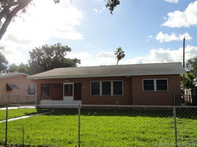 400 SW 9th Ter #400, Hallandale, FL 33009 (MLS #A10620058) :: Miami Lifestyle