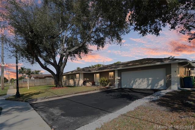 8301 Sunset Strip, Sunrise, FL 33322 (MLS #A10620065) :: Castelli Real Estate Services