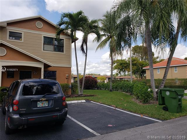 10501 NW 10501 8TH ST, Pembroke Pines, FL 33026 (MLS #A10620074) :: RE/MAX Presidential Real Estate Group