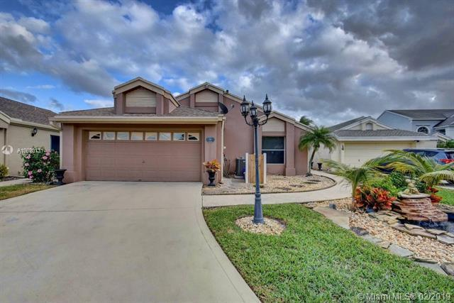 17 Swallow Dr, Boynton Beach, FL 33436 (MLS #A10620131) :: RE/MAX Presidential Real Estate Group