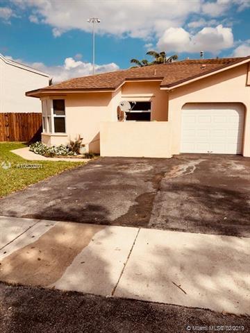 5866 SW 97th Ter, Cooper City, FL 33328 (MLS #A10620201) :: Green Realty Properties