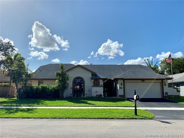 5751 SW 89th Way, Cooper City, FL 33328 (MLS #A10620257) :: Green Realty Properties