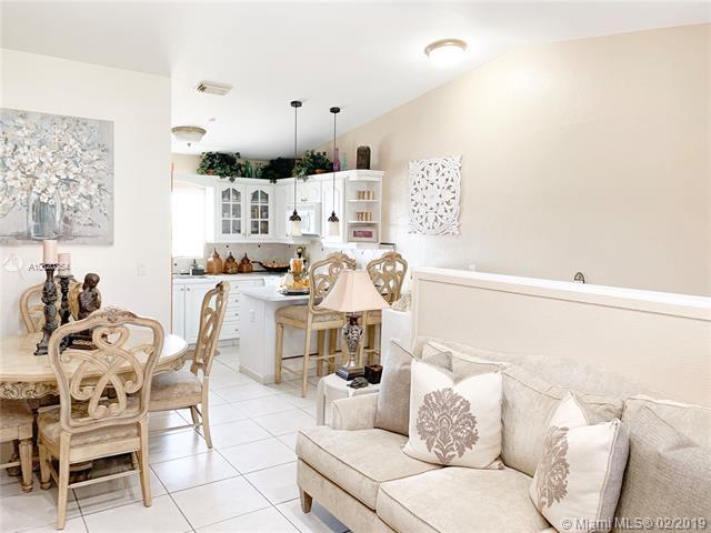 10101 W Okeechobee Rd 3-202, Hialeah Gardens, FL 33016 (#A10620354) :: Dalton Wade