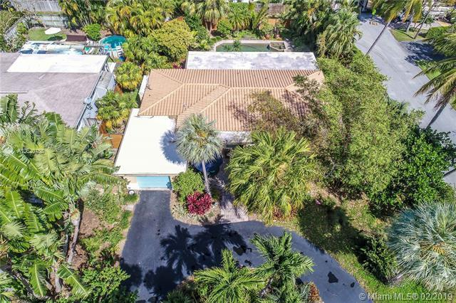 1305 Dewey St, Hollywood, FL 33019 (MLS #A10620468) :: RE/MAX Presidential Real Estate Group
