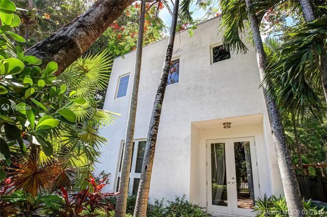 3299 Oak Ave, Miami, FL 33133 (MLS #A10620854) :: Miami Villa Group