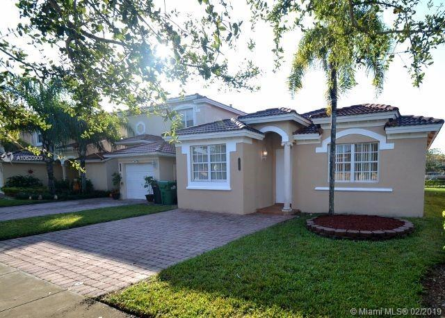 15232 SW 25th Ter, Miami, FL 33185 (MLS #A10620909) :: The Chenore Real Estate Group