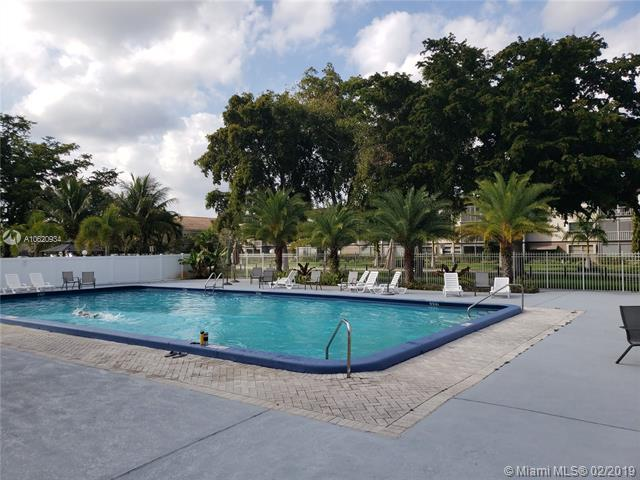 981 Hillcrest Ct #104, Hollywood, FL 33021 (MLS #A10620934) :: Green Realty Properties
