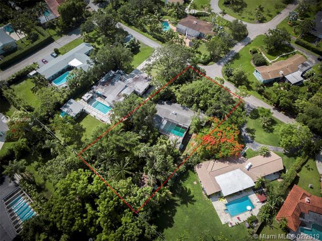 6831 SW 69th Ter, South Miami, FL 33143 (MLS #A10621365) :: Grove Properties