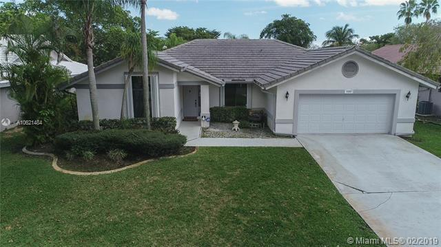 3985 NW 73rd Way, Coral Springs, FL 33065 (MLS #A10621484) :: Castelli Real Estate Services