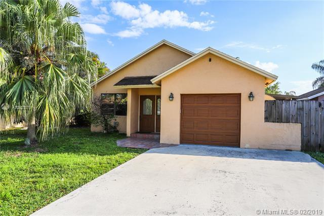 9806 SW 57th St, Cooper City, FL 33328 (MLS #A10621879) :: RE/MAX Presidential Real Estate Group
