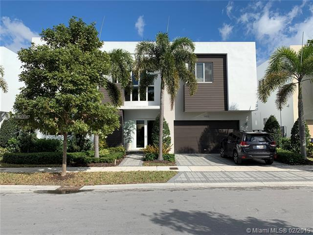 7455 NW 99th Ave, Doral, FL 33178 (MLS #A10622087) :: Albert Garcia Team