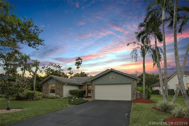 331 NW 107th Avenue, Coral Springs, FL 33071 (MLS #A10622285) :: Green Realty Properties