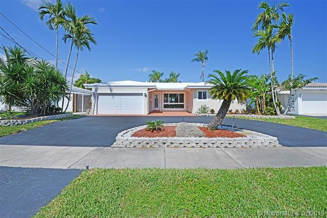 301 SE 3rd Ct, Pompano Beach, FL 33060 (MLS #A10622342) :: GK Realty Group LLC