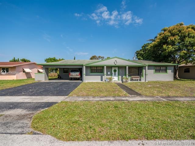 4361 NW 4th St, Plantation, FL 33317 (MLS #A10622544) :: The Howland Group