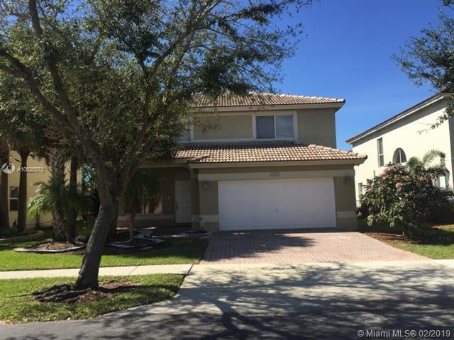 2322 SW 135th Ave, Miramar, FL 33027 (MLS #A10625073) :: RE/MAX Presidential Real Estate Group
