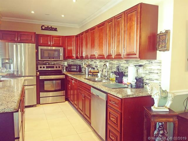 3131 S Ocean Dr #211, Hallandale, FL 33009 (MLS #A10625782) :: ONE Sotheby's International Realty