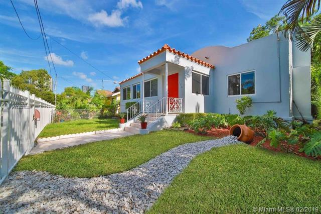 126 NW 33rd St, Miami, FL 33127 (MLS #A10625859) :: The Jack Coden Group