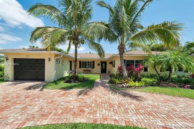 221 NW 18th St, Delray Beach, FL 33444 (MLS #A10629074) :: The Paiz Group