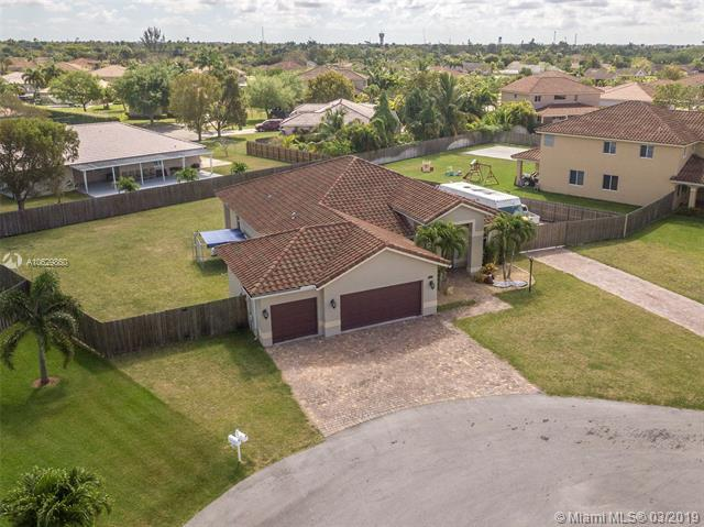 2207 NW 15th Pl, Homestead, FL 33030 (MLS #A10629860) :: Green Realty Properties