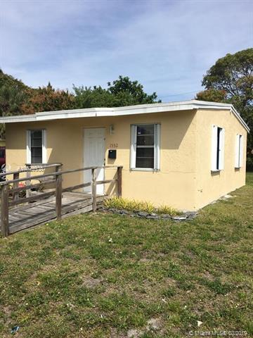 1552 NW 6th Ave, Pompano Beach, FL 33060 (MLS #A10629938) :: The Paiz Group