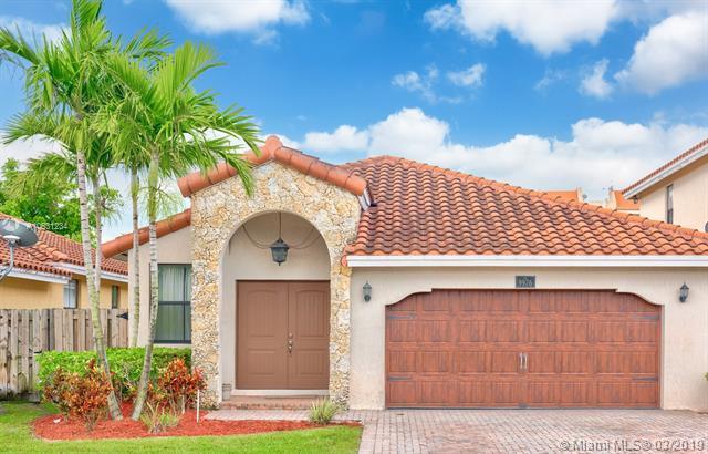 9976 NW 10th St, Miami, FL 33172 (MLS #A10631234) :: The Paiz Group