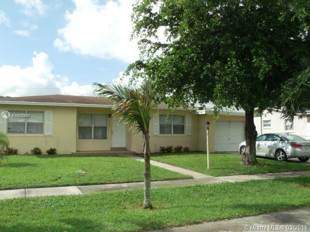 3460 NW 2nd St, Lauderhill, FL 33311 (MLS #A10632940) :: The Riley Smith Group