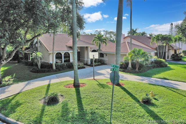 8122 NW 53rd Ct, Coral Springs, FL 33067 (MLS #A10634490) :: The Paiz Group