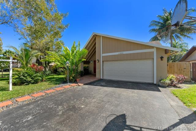 13350 SW 99th Ter, Miami, FL 33186 (MLS #A10636543) :: The Riley Smith Group
