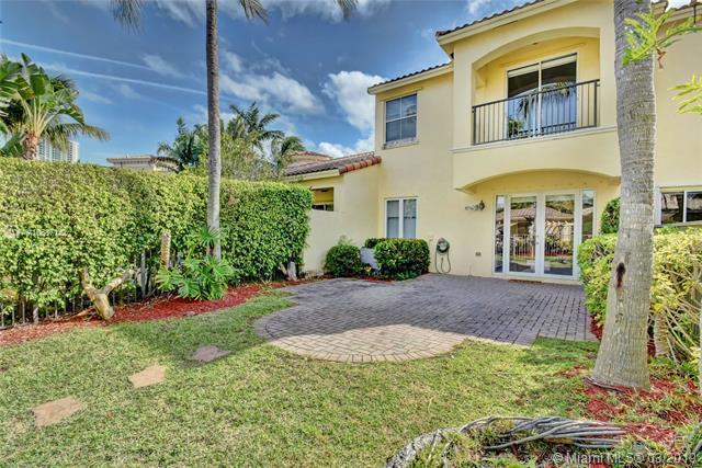 885 W Spinnaker Dr W #885, Hollywood, FL 33019 (MLS #A10637142) :: Grove Properties