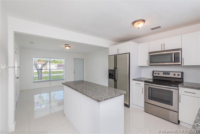 2140 N 25th Avenue, Hollywood, FL 33020 (MLS #A10637798) :: The Rose Harris Group