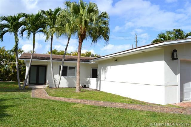 7111 SW 92nd St, Pinecrest, FL 33156 (MLS #A10637799) :: EWM Realty International