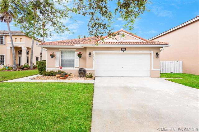 19213 SW 4th St, Pembroke Pines, FL 33029 (MLS #A10638832) :: The Teri Arbogast Team at Keller Williams Partners SW