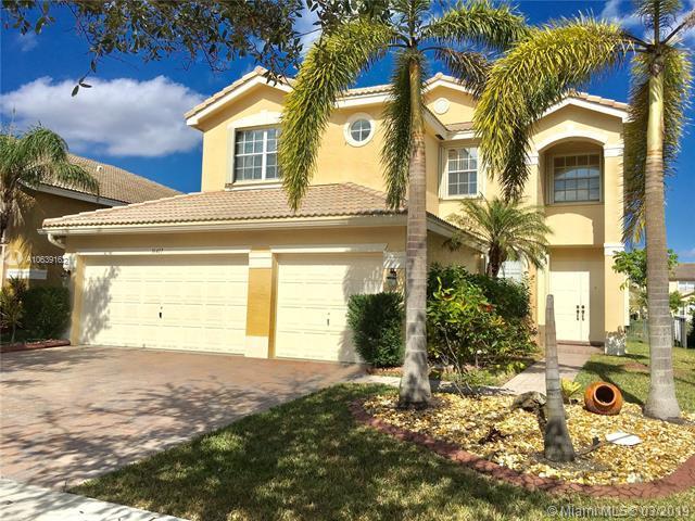 16417 SW 31st St, Miramar, FL 33027 (MLS #A10639162) :: The Paiz Group