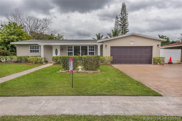 4816 NW 8th Ct, Plantation, FL 33317 (MLS #A10639380) :: The Teri Arbogast Team at Keller Williams Partners SW