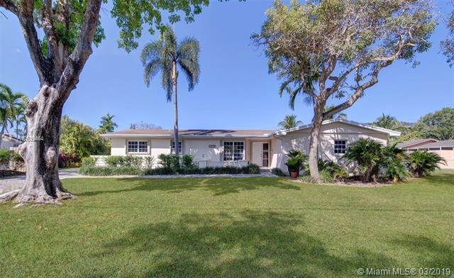 12600 SW 69th Ct, Pinecrest, FL 33156 (MLS #A10639464) :: EWM Realty International