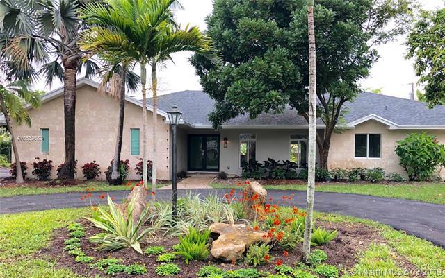 7221 SW 127th St, Pinecrest, FL 33156 (MLS #A10639569) :: EWM Realty International