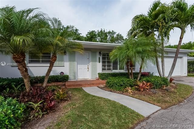 12222 SW 77th Ave, Pinecrest, FL 33156 (MLS #A10639917) :: The Adrian Foley Group