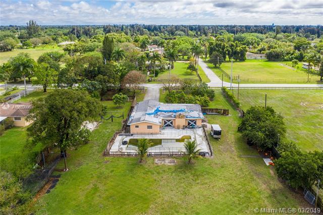 1831 SW 139th Ave, Davie, FL 33325 (MLS #A10639996) :: The Teri Arbogast Team at Keller Williams Partners SW