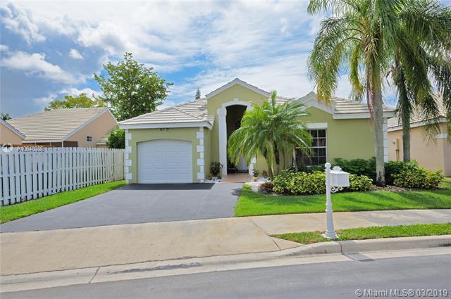 347 Bedford Ave, Weston, FL 33326 (MLS #A10640386) :: EWM Realty International
