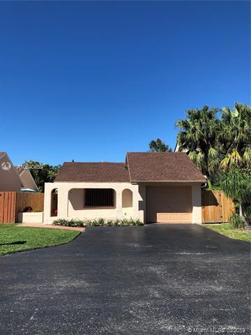 10385 SW 68th Ln, Miami, FL 33173 (MLS #A10640459) :: The Adrian Foley Group