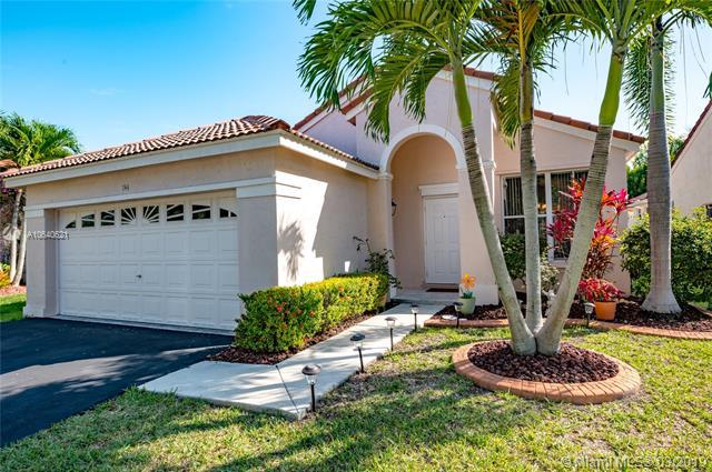 744 Sand Creek Cir, Weston, FL 33327 (MLS #A10640621) :: The Paiz Group