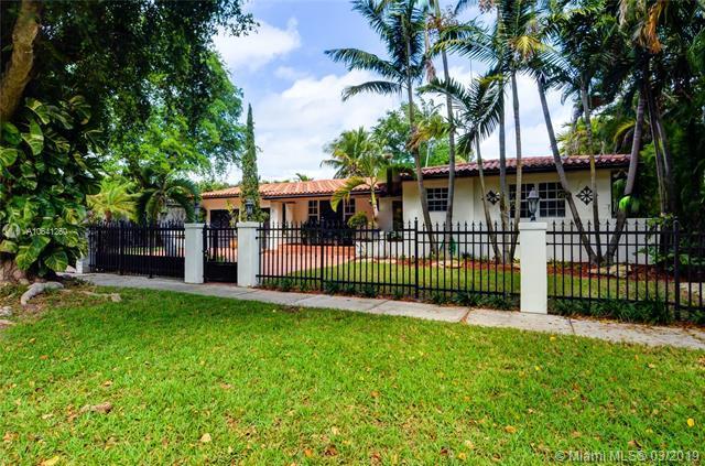 1025 Bayamo Ave, Coral Gables, FL 33146 (MLS #A10641250) :: The Maria Murdock Group
